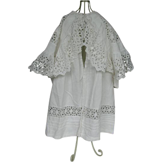 White child coat made ar round 1900, fits a 32 to 35 inches doll.