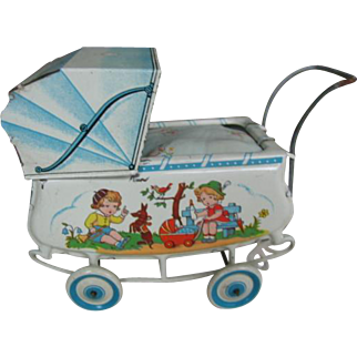Tin plate cart Made in Germany 6 by 4 inches or 15 wide and 10 cm high