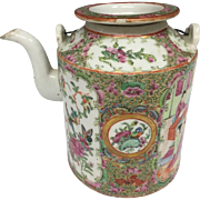 Beautiful Rose Medallion Mandarin or Famille Rose Antique Chinese Teapot with Gilt on the Hair