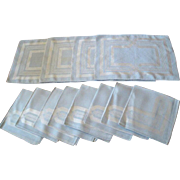 Beautiful matching Set of Chic Mid-Century Damask Table Linens 4 Table Mats / 8 Napkins