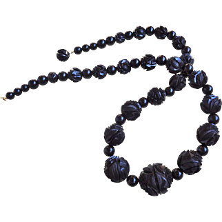 """Antique 1860's Victorian Whitby Jet Carved Vine Bead Mourning Necklace 1"""" Graduating Beads 25"""" Long"""