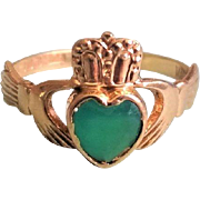 Vintage 9K Gold Emerald Chrysoprase Claddagh Ring Size 7.25