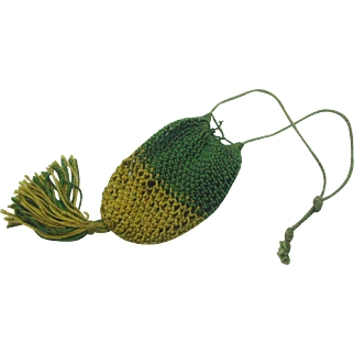 A doll's netted purse in green and mustard. 19thc
