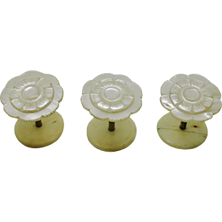 A set of three mother of pearl cotton reels / spools.  19thc English.