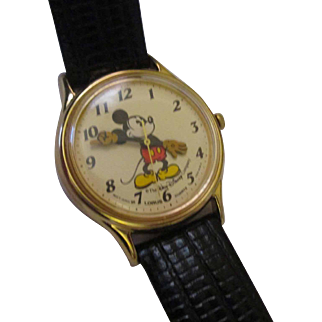 Collectible e 1987's Lorus Mickey Mouse Men's watch ( L )