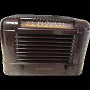 Vintage bakelite RCA Victor radio with working tubes.
