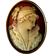 Exquisitely Carved Shell Cameo in 14K Gold, Vintage
