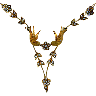Lovely Vintage Bird Necklace with Pearls in 14K Yellow Gold.