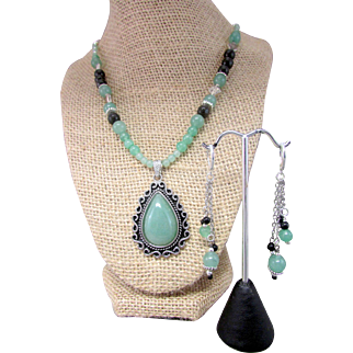 Green Aventurine Teardrop Pendant Handmade Necklace and Earrings