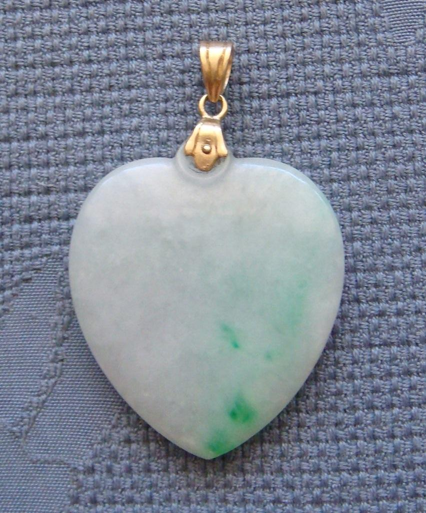 Vintage moss on the snow jade heart pendant with 14 karat gold roll over large image to magnify click large image to zoom mozeypictures Choice Image