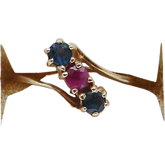 Awesome Three Stone Ladies Ring Sapphire and Ruby in 14 Karat Yellow Gold Lovely