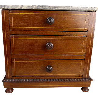 Beautiful Antique French Mahogany Commode, end nineteenth century.