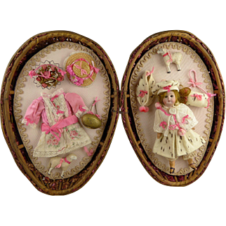 Exceptional ANTIQUE LARGE WICKER EGG/PRESENTATION BOX WITH a sweet doll and her winter and summer-trousseau.