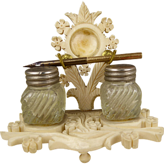 Extraordinary bone inkwell  from the mid-nineteenth century  for your  Fashion doll, Rohmer, Huret, Gaultier etc.
