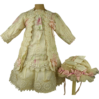 Exquisite French flowered silk and lace antique dolls dress with matching bonnet for Jumeau, Bru, Gaultier, Steiner or other French Bébé