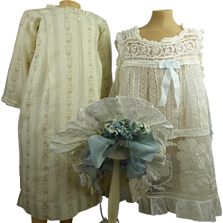 Three-piece original antique French gauze and lace pinafore with beautiful typical French patterned muslin dress and matching bonnet, appr. 1890
