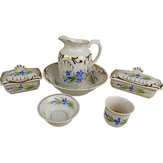 Sweet original antique French flowered porcelain toilette/wash set from the late 19th century, 8 pieces