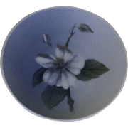 Round Ash Tray  Blue and White Flower  Decoration