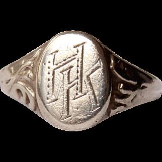 "19th Century decorative Victorian Signet Ring ""HK"""