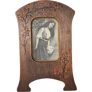 1900's French Art Nouveau Wood Frame with a Floral Pyrogravure & an original Photo