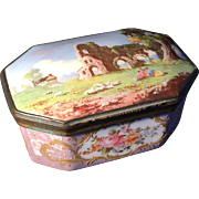 18th c Bilston Battersea Enamel box. Excellent condition.