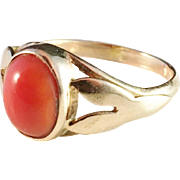 14k - 18k Gold Ring with a beuatiful Coral. Exciting rubbed hallmarks. South Europe early 1900s.