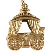 French 18k Gold Horse Cab Carriage Charm Pendant. Hallmarked. 3.0gram