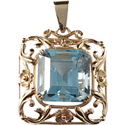 K&E Carlson , Gothenburg Sweden. 18k Gold Sea-Blue Stone Floral Pendant. Year 1936. 10.1gram