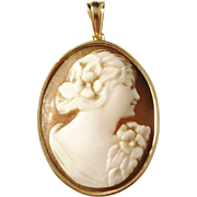 Thunströms, Stockholm year 1946 Mid Century 18k Gold Cameo Pendant.