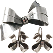 KE Palmberg, Sweden year 1947 MId Century Solid Silver Set of Earrings and Brooch.