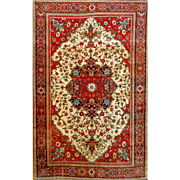 Farahan Sarouk Persian rug 4'3X6'4 Wool Red background with detail center medallion