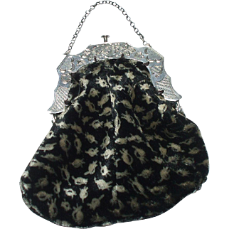 A Very Pretty  Dutch Velvet Purse With Silver Handle Hallmarked For 1863  *** FREE WORLDWIDE POSTAGE ***