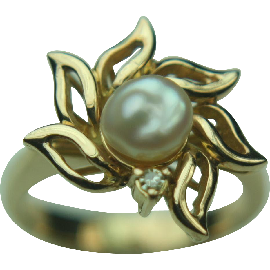 14k Yellow Gold Freshwater Pearl & Diamond Flower Shaped Ring