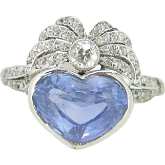 Beautiful Antique Ceylon Sapphire heart shape and diamonds Bow ring, 18kt gold and platinum, Edwardian ring Belle epoque