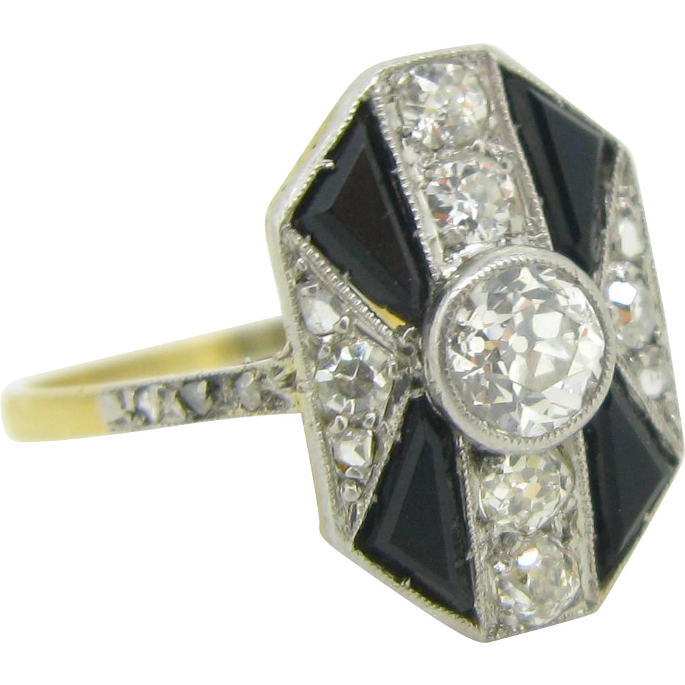 Elegant French ART DECO Onyx and diamonds ring, 18kt gold and platinum