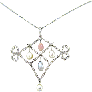 Outstanding French Belle Epoque Necklace, natural pearls  and diamonds, circa 1910