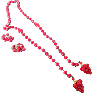 Vintage tomato red glass Necklace and Earrings