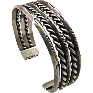 Navajo – Ingot Silver Triangle & Twisted Wire Cuff – C. 1940-50s
