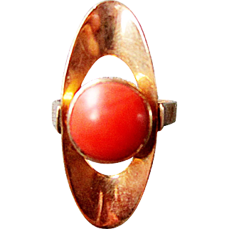 Very Pretty 9K Yellow Gold Red Coral Ring