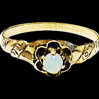 Beautiful 10K Yellow Gold Opal Ring