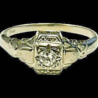 Very Pretty Estate 14K White Gold Diamond Ring