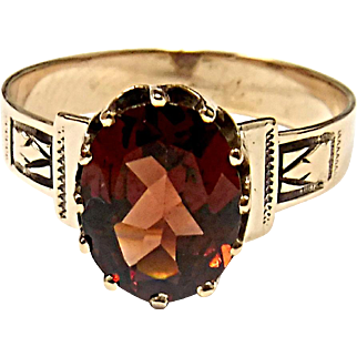 Very Nice 10K Yellow Gold Garnet Ring