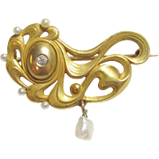 1910's Art Nouveau 14K Yellow Gold 0.03 Ct European Cut Diamond And Natural Pearl Brooch