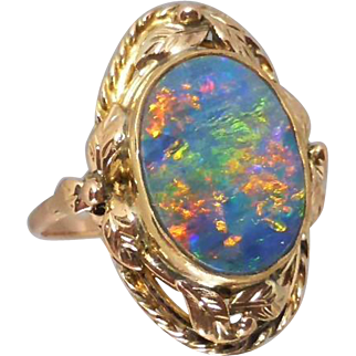 9K Gold Vintage Arts and Crafts 1920's Opal Ring with Decorative Leaf and Rope Border