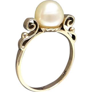 Vintage 1960's Sweet Akoya Pearl Ring with Fancy Upswept Detail in 14K Gold