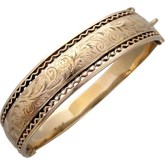 Vintage 1960's English Engraved Hinged Bangle in 9K Gold by Smith & Pepper
