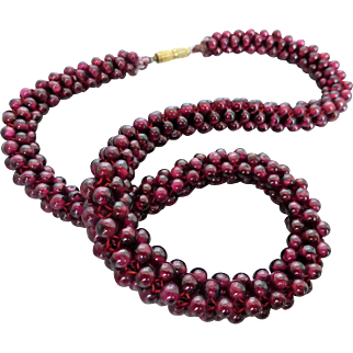 "Vintage Graduated Rhodolite Garnet Raspberry- red Woven Tube Beaded Necklace, 17"""