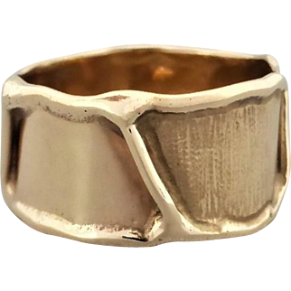 Estate Contemporary Style Ring, 10mm Wide Polished & Patterned Band.