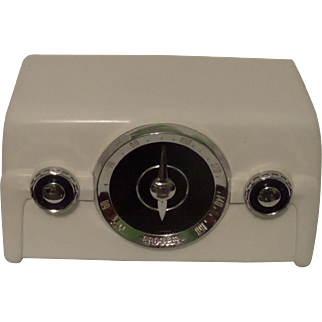 Repaired/Refurbished 1950 Crosley Tube Radio Model 10-135 (White/Custom).