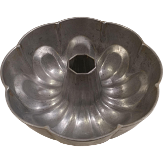 Cast Aluminum Shape Cake Mold